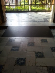 wheelchair ramp to mount step in marble tile floor with glazed tile pattern